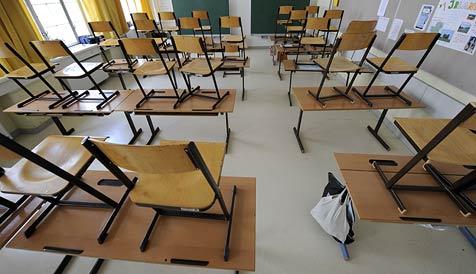 Wiener Neustädter Politiker streiten um Erhalt von Schulen (Bild: APA/Roland Schlager)