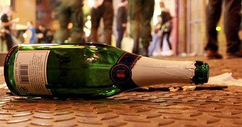 Alkoholisierte Männer ließen Fäuste fliegen (Bild: dpa/A3446 Patrick Seeger)