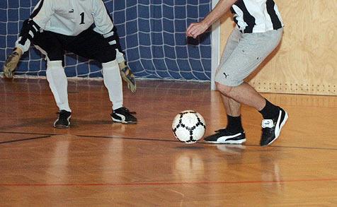 Hallenfußballturnier soll Geld für guten Zweck einbringen (Bild: Jürgen Radspieler)