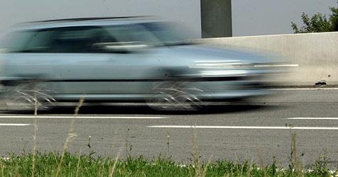 70-jährige Linzer zu Fuß auf der A7 unterwegs (Bild: APA/GUENTER R. ARTINGER)