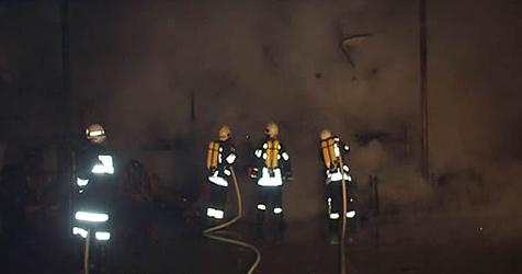 Feuer drohte auf Brennstofflager überzugreifen (Bild: www.ff-grafenwoerth.at)