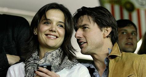 Tom Cruise turtelt mit seiner Katie im Fußballstadion