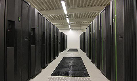 Supercomputer mit 8.448 Prozessoren nimmt Arbeit auf (Bild: Deutsches Klimarechenzentrum)