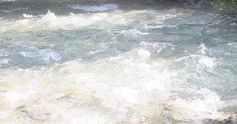 96-Jährige nach Sturz in Fluss im Spital gestorben (Bild: Jürgen Radspieler)