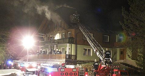 Heißes Ofenrohr setzt Wohnhaus in Abtenau in Brand (Bild: FF Abtenau)