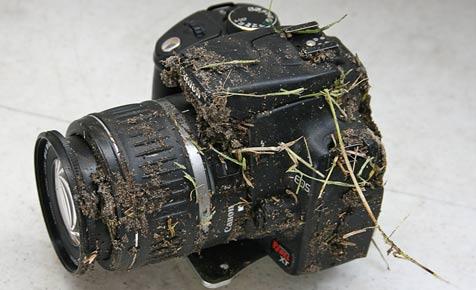 Spiegelreflex von Canon überlebt 900-Meter-Sturz