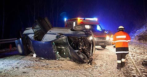Pinzgauerin prallt in Bayern mit Auto gegen Felsmauer (Bild: BRK BGL)