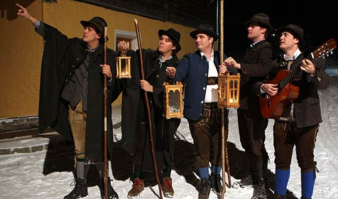 Fünf Anglöckler auf Herbergssuche im Großarltal (Bild: Andreas Kreuzhuber)