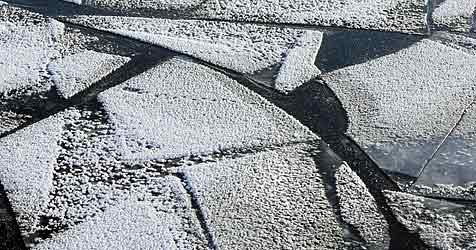Mühlviertler mit Pkw in Stausee eingebrochen (Bild: EPA)