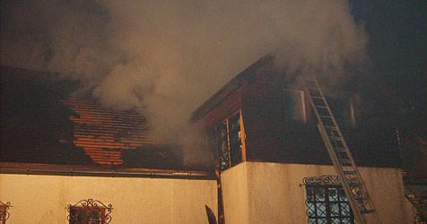 Haus in Lunz am See in Flammen - zwei Verletzte (Bild: BFKDO Scheibbs)