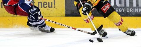 Salzburgs Bullen siegen im Schlager gegen den KAC (Bild: APA)