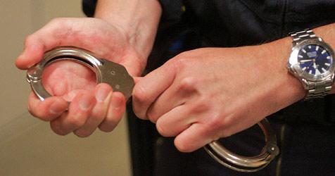 Schlepper gefasst - mehr als 40 Illegale ins Land gebracht (Bild: Andi Schiel)
