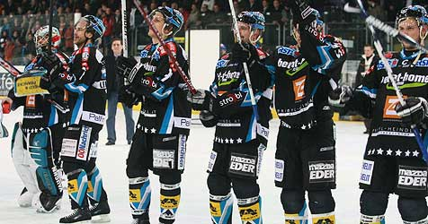 Linzer Black Wings feiern höchsten Saisonsieg (Bild: APA/Rubra)