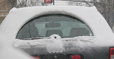 Auto blieb im Schnee stecken - Pannendienst auch (Bild: Tomschi)