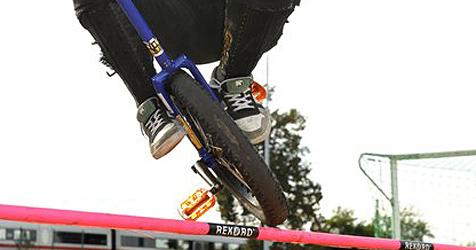 Linzer Student holt sich WM-Gold im Einrad-Downhill (Bild: AP Images)