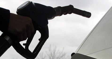 Treibstoffdiebe in St. Pölten brausen einfach davon (Bild: dpa/Patrick Seeger)