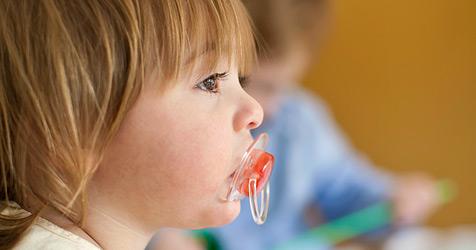 Wie dein Kind vom Schnuller loskommt (Bild: © 2010 Photos.com, a division of Getty Images)