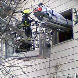 Feuerwehr als Rettung - Mann aus Haus geborgen (Bild: FF Kirchdorf)