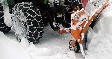 Mann stürzt mit Traktor in Graben - schwer verletzt (Bild: APA/ANDREAS ZEPPELZAUER)