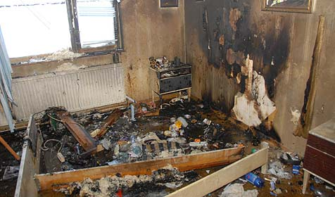 Wohnhaus im Bezirk Mödling in Flammen aufgegangen (Bild: Martin Hofbauer / BFK Mödling)