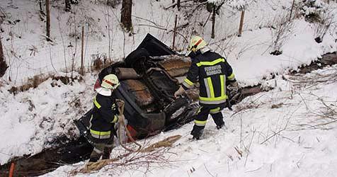 Unfall in Rohrbach fordert drei Verletzte (Bild: Feuerwehr Rohrbach)