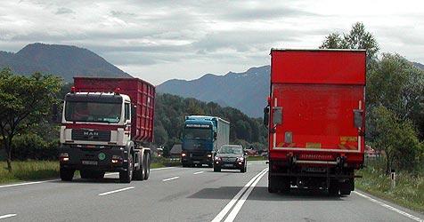 Bürger wehren sich gegen Transit-Flut im Salzkammergut (Bild: Krone)