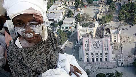 Oberösterreicherin bei Haiti-Beben von Mauer erschlagen (Bild: AP, AFP)