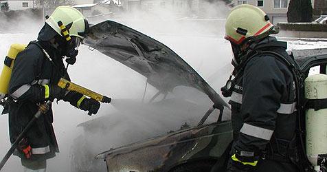 Autobrand in Steyregg und Unfall auf der A1 (Bild: FF Steyregg)