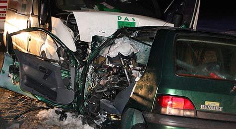 Mann bei Frontal-Crash im Bezirk Tulln getötet (Bild: AFKDO Atzenbrugg/Öllerer)