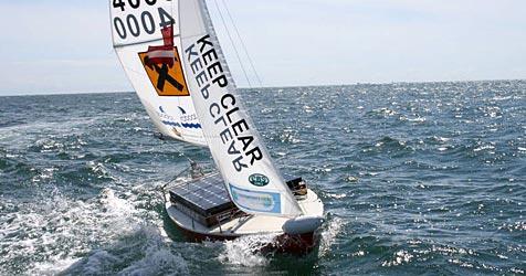 Roboter-Segelboot erforschte Wale in der Ostsee (Bild: www.Robout.at)