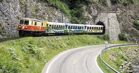 Steine auf Schienen der Mariazeller Bahn platziert (Bild: APA/OEBB)