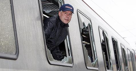 Burschen schlugen bei ÖBB-Waggons 50 Fenster ein (Bild: Markus Tschepp)