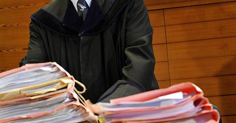 Korrupter Richter in Ukraine knabbert Anklageschrift an (Bild: APA/ROBERT PARIGGER)