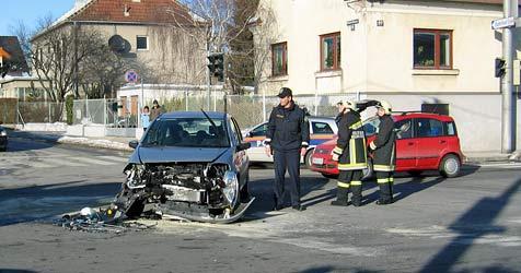 Mehrere Verletzte bei zwei Kollisionen in Neunkirchen (Bild: FF Neunkirchen)