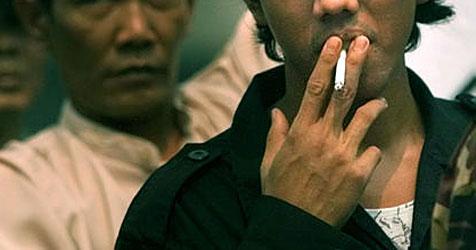 Zigarette im Mund eines Indonesiers explodiert