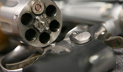Frau mit Revolver in Hals geschossen:  Friseurin verurteilt (Bild: dpa/A3471 Boris Roessler)