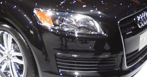 Ganoven lassen Luxuskarossen aus Autohaus mitgehen (Bild: EPA)