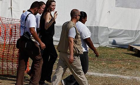 Jolie auf Besuch in Haiti - plant sie wieder Adoption?