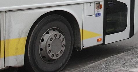 Geburtstag gefeiert: Mann stürzt gegen fahrenden Bus (Bild: Jürgen Radspieler)