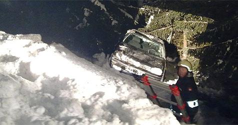 Osttiroler stürzen in Salzburg 20 Meter in Straßengraben (Bild: Feuerwehr Mittersill)