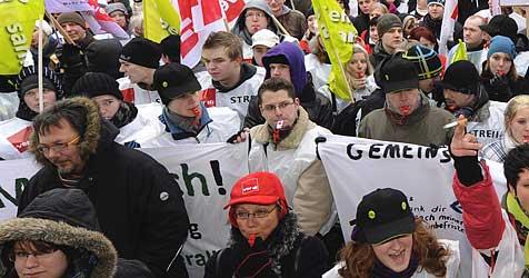 Steinbruchgegner demonstrieren in St. Pölten (Bild: EPA)