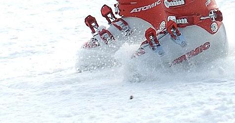 Niederländer tritt mit Skischuhen auf Landsmann ein (Bild: 20050128/APA/Robert Jaeger)