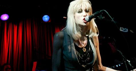 Grunge-Braut Courtney Love reaktiviert Hole