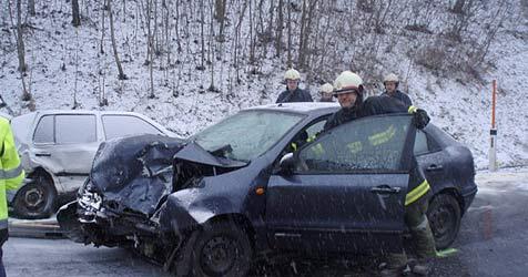 Schnee und Eis - schwerer Unfall in Feldkirchen (Bild: FF Lacken)