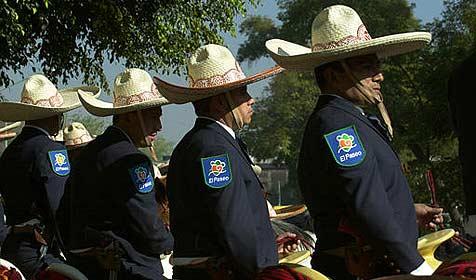 Mexiko-Stadt setzt Polizeitruppe auf Diät (Bild: AP)