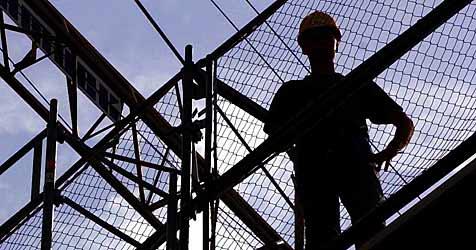 56-jähriger Arbeiter auf Beton gestürzt - schwer verletzt (Bild: dpa/dpaweb/dpa/Karl-Josef Hildenbrand)