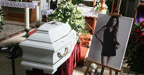 Berührende Szenen bei Begräbnis von jungem Model (Bild: Andi Schiel)