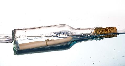 Flaschenpost-Finderin antwortet über Facebook (Bild: © 2010 Photos.com, a division of Getty Images)