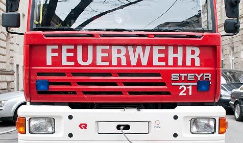 Heißer Ofen zu nah beim Bett: Feuer zerstört Wohnung (Bild: Andreas Graf)