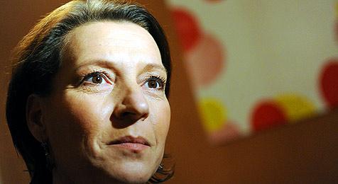 Ministerin kämpft für schwer behinderte Kinder (Bild: APA/Herbert Pfarrhofer)